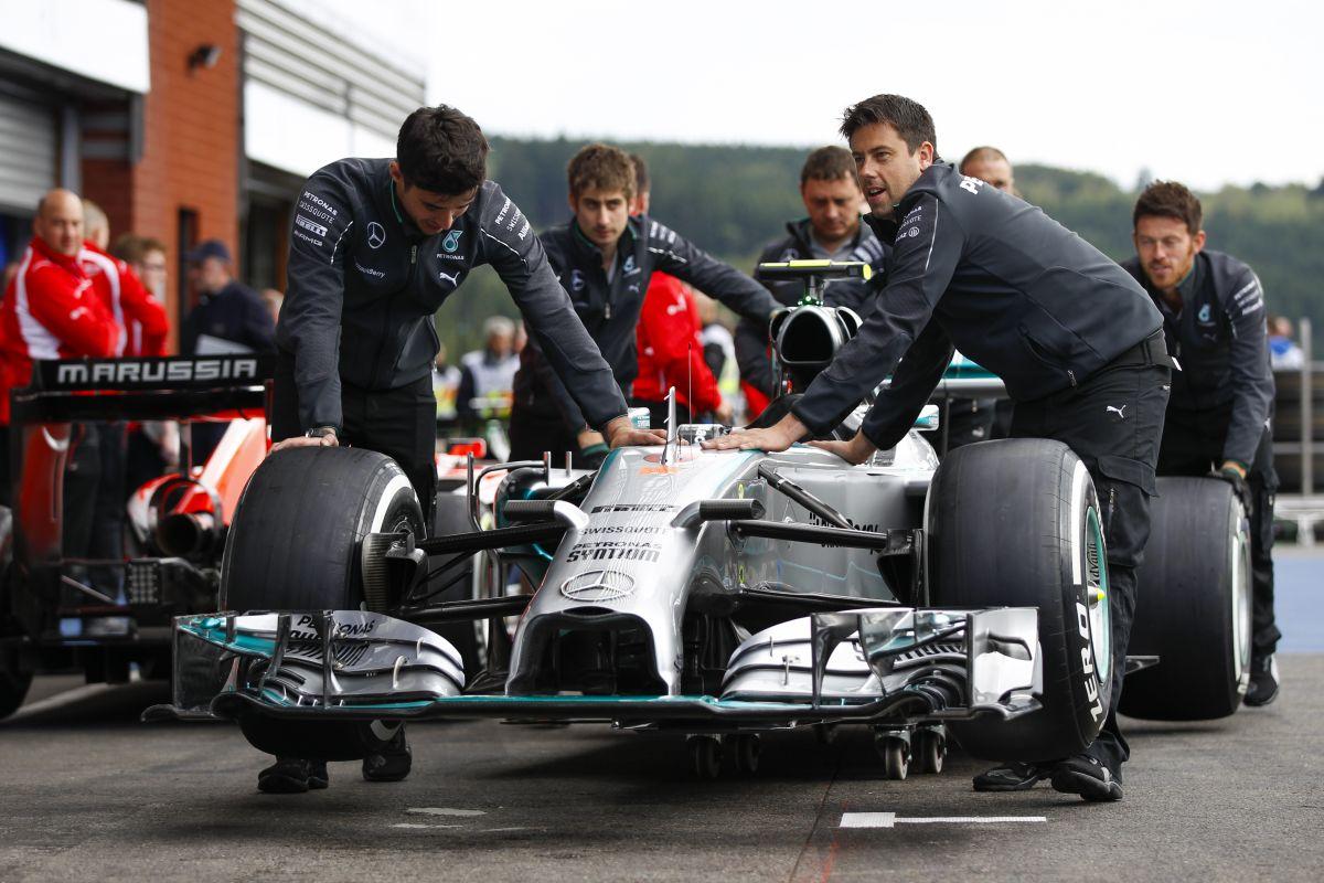 A dupla pontos szabály elgáncsolhatja a Mercedest: Ricciardo lepattanóra hajt