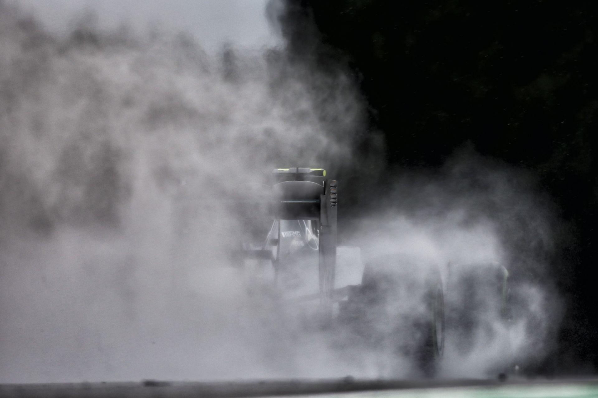"""Mercedes: Ha matematikailag megvan a cím, akkor Hamilton és Rosberg """"ölheti"""" egymást a pályán"""
