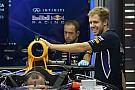 Vettel: Azt hallottam, 150 millió dollárért aláírtam a McLarenhez! Hol van egy toll???
