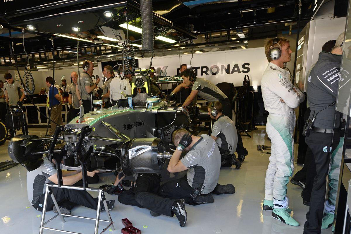 Rossz ómen a Mercedes riválisainak: túl hosszú volt az áttétel, Szingapúrra ellövik a jokert