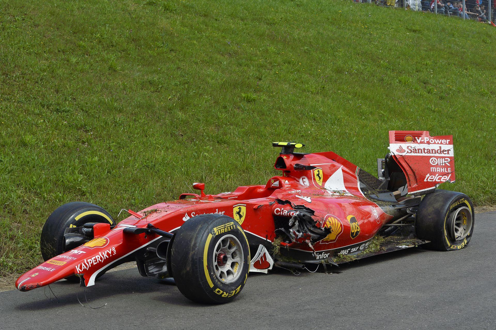 Képeken Raikkönen csúnyán lezúzott Ferrarija