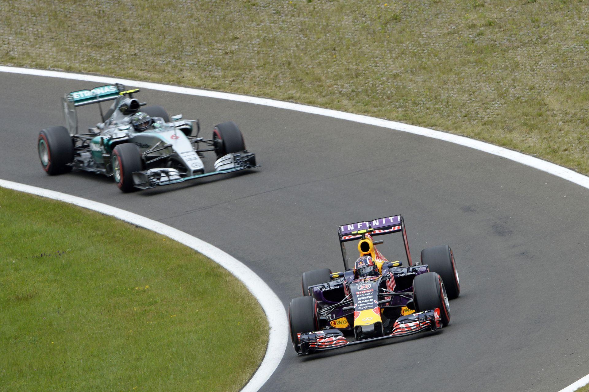 Csak a Mercedes motorok fejlesztését kellene befagyasztani