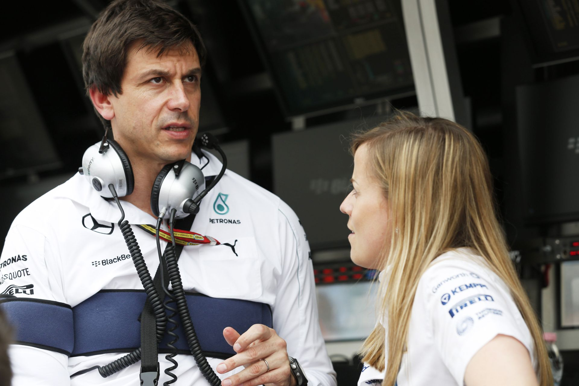 A Mercedes ezentúl finomabban kéri majd meg Hamiltont, hogy engedje el Rosberget