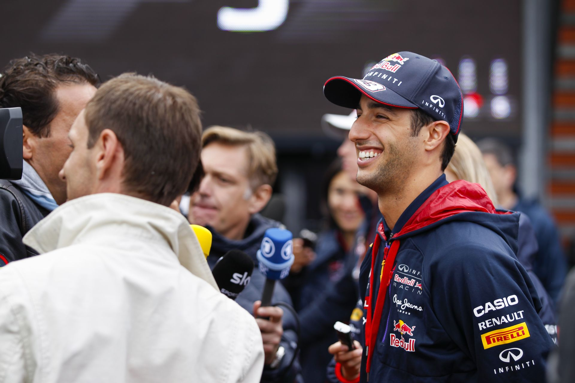 Red Bull: Daniel Ricciardo nagyon jó, de semmi gond nincs Vettellel, csupán az autója rossz