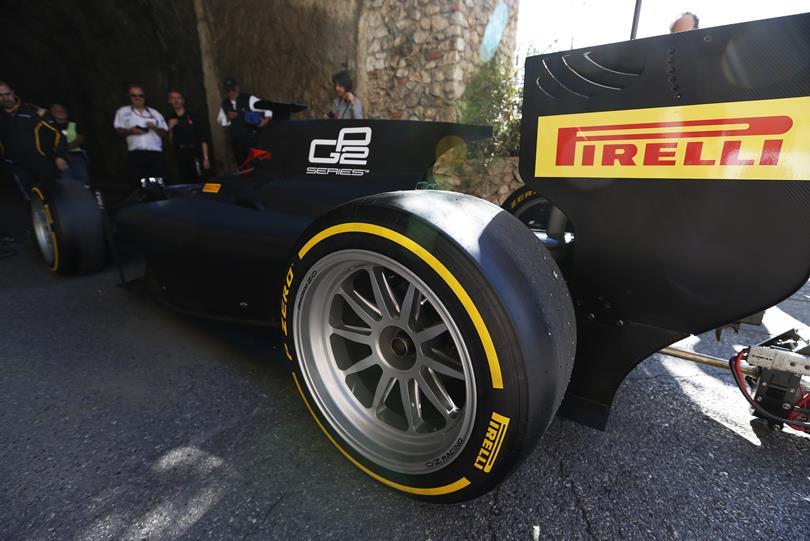 18 colos vagy 420 mm széles kerekek az F1-ben? Mindkettővel van baj, nem kicsi