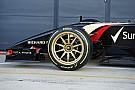 Ilyenek mozgás közben a Pirelli 18 colos F1-es kerekei: Pályán a Lotus