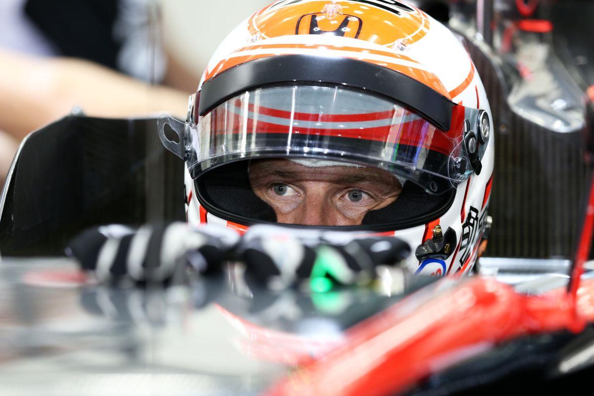 Button: minden csőstül jön Bahreinben, de Alonso legalább továbbjutott