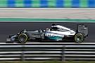 Hamiltont sokkolta a Mercedes kérése - pizzával és csokival készült a mai versenyre