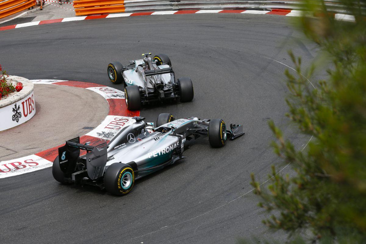 Vészmegoldáson dolgoznak az F1-ben: már 2015-ben bevezethetik a harmadik autót?