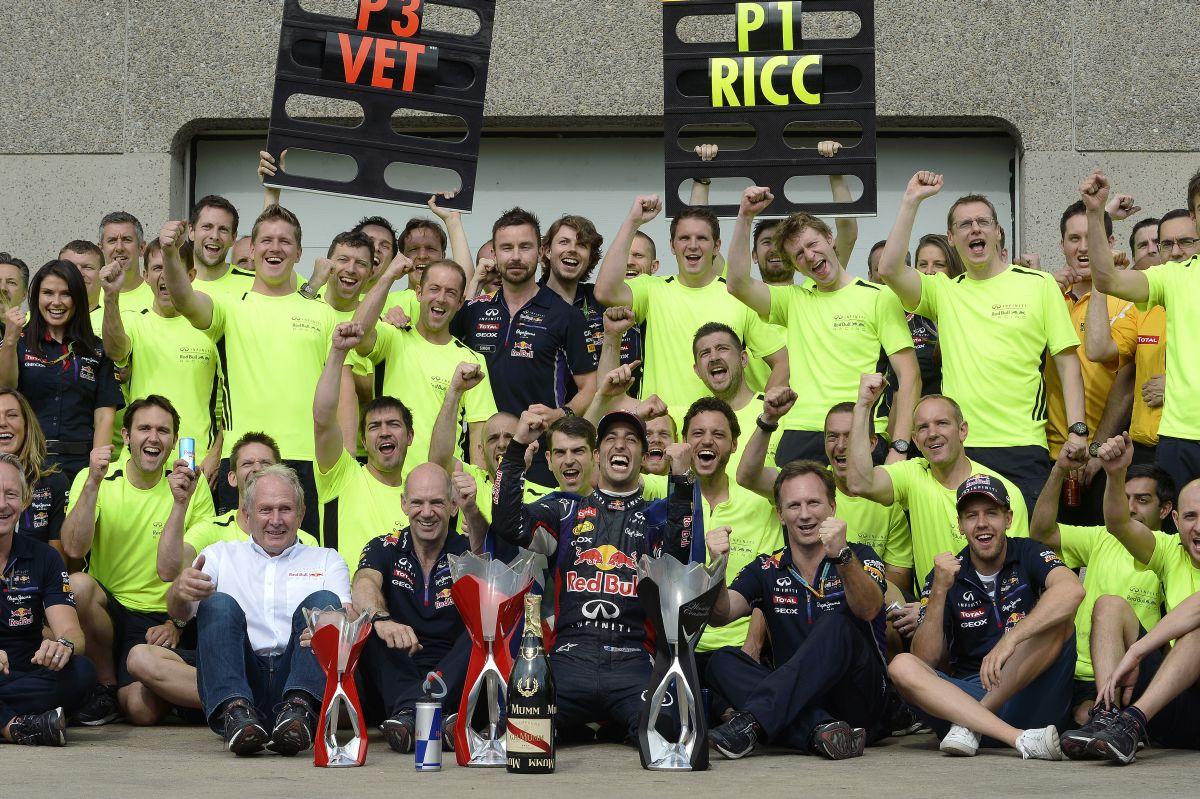 A Red Bull versenyzői örülnek, hogy Newey marad: a Mercedesre kell figyelni, nem a jövőre