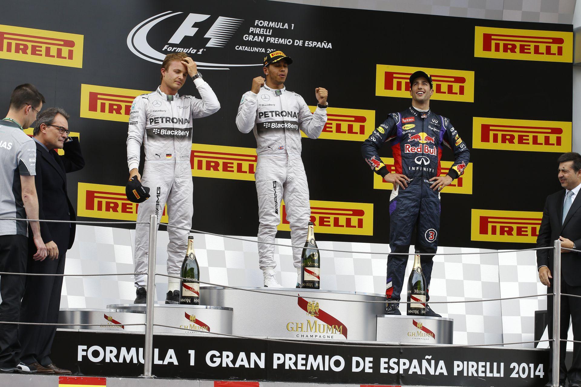 Hamilton nyerte a Spanyol Nagydíjat a Mercedes űrhajójával! Alonso hazai pályán vadászta le Raikkönent! Vettel nagyot ment!