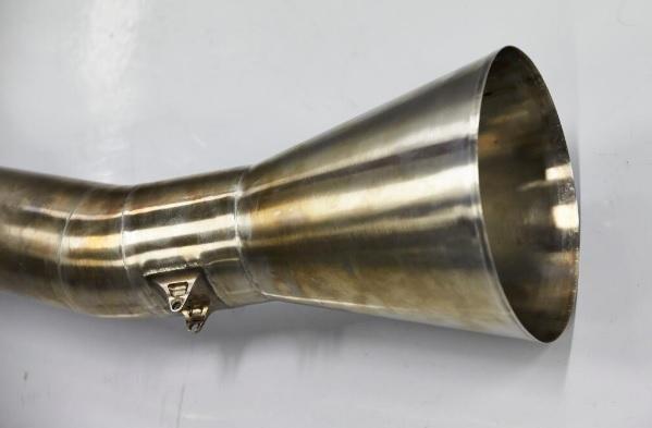 Csak 5 decibelt hozott a nevetséges megafon: nyilván bukta a Mercedes trombitája