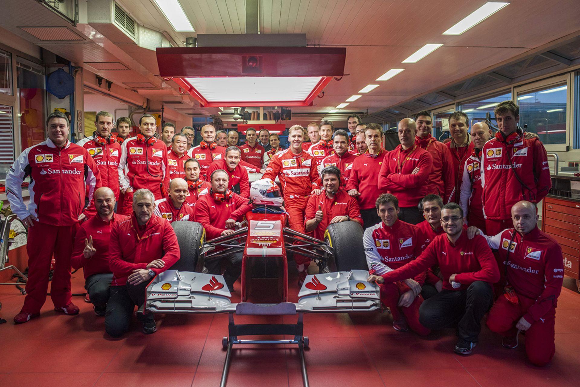 Ferrari: Stratégiai szakértő Vettelnek és Räikkönennek