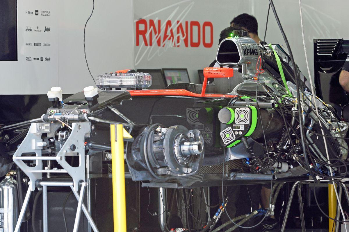 Volt, majd eltűnt: a McLaren orra is kapott F-csatornát