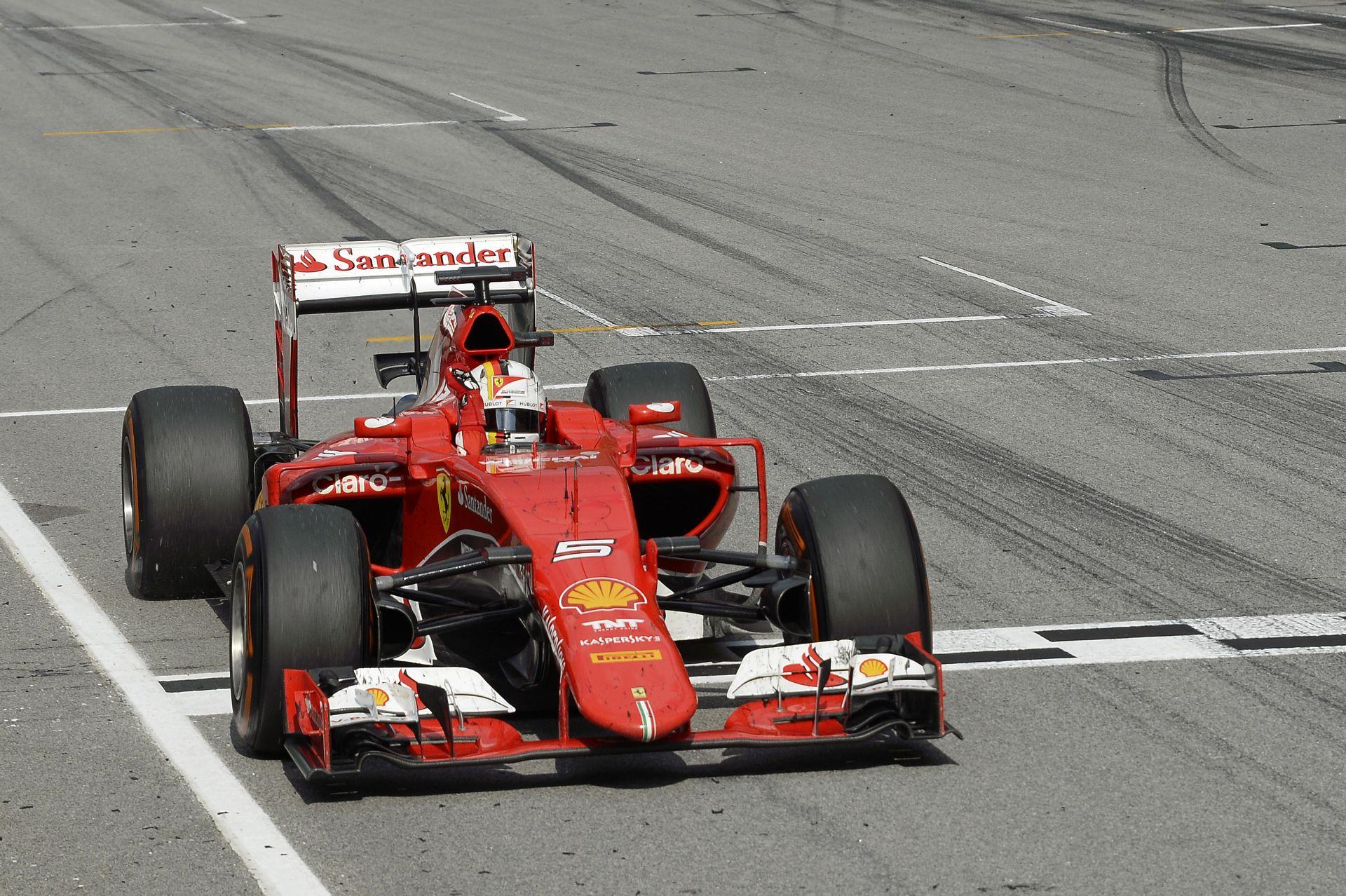"""A Ferrari """"megfojtaná"""" a Mercedest: Agresszívan nyomnák le Hamiltont és Rosberget"""