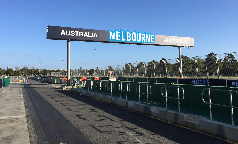Friss képek a helyszínről: Melbourne rövidesen készen áll az F1 mezőnyének fogadására