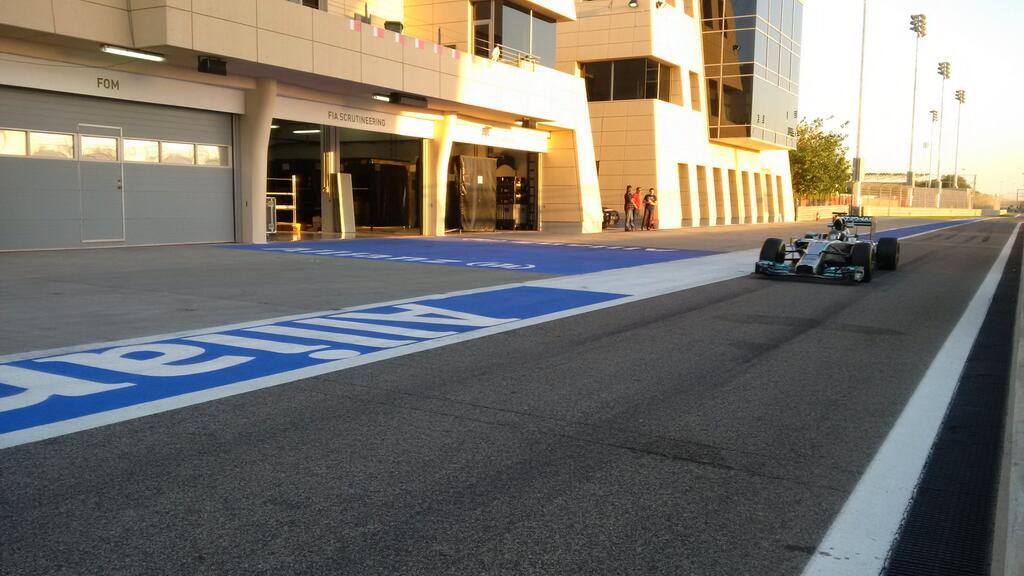 Rosberg zárt az élen az első tesztnapon: a Ferrari egyszer megállt, a Lotus idő előtt bezárt