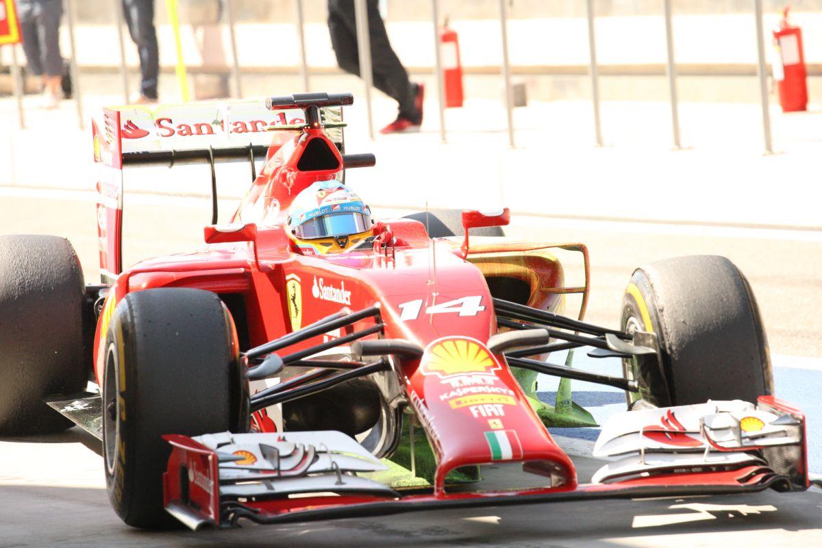 Így szólnak az új F1-es motorok Bahreinben: Remek felvételek a helyszínről