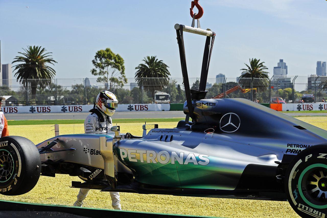 A Mercedes időben motort cserélt, ezért sem jár a büntetés: vízszivárgás, megfontolt döntés