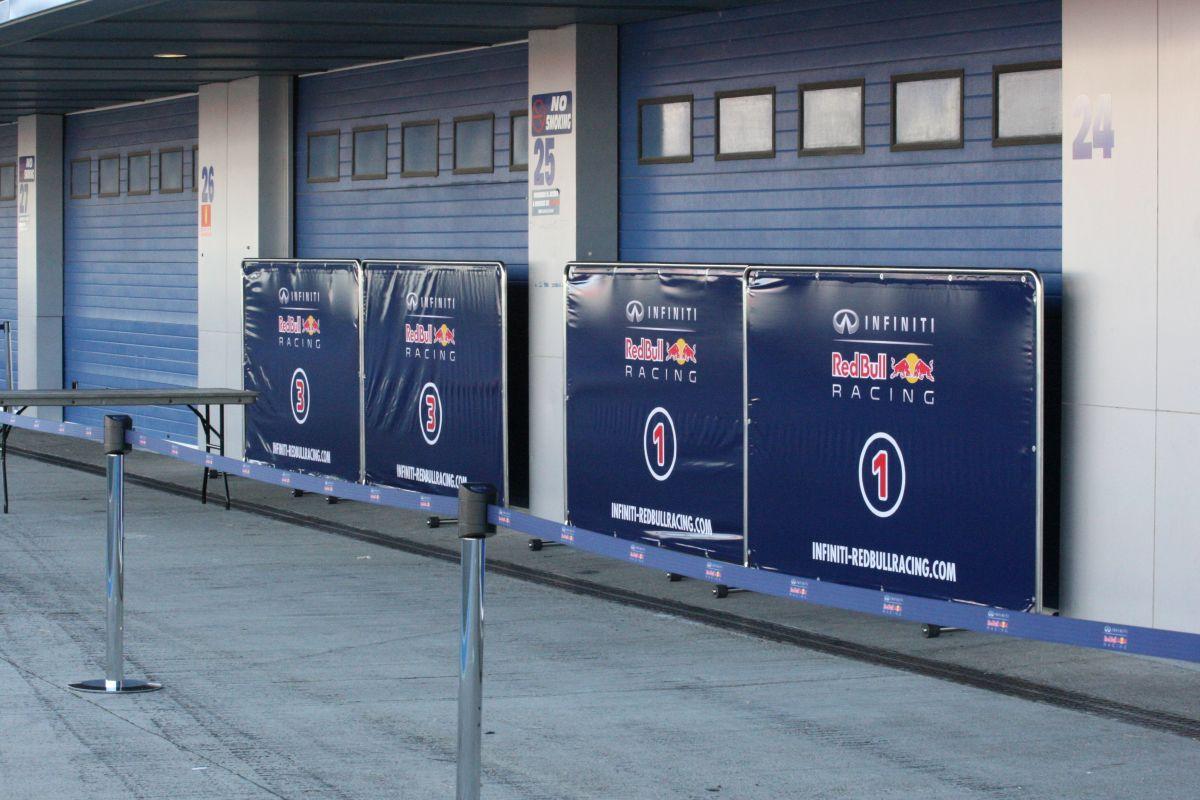 Vettel overálban, de egyelőre csak fotózás miatt: összetett gondok, két megoldás