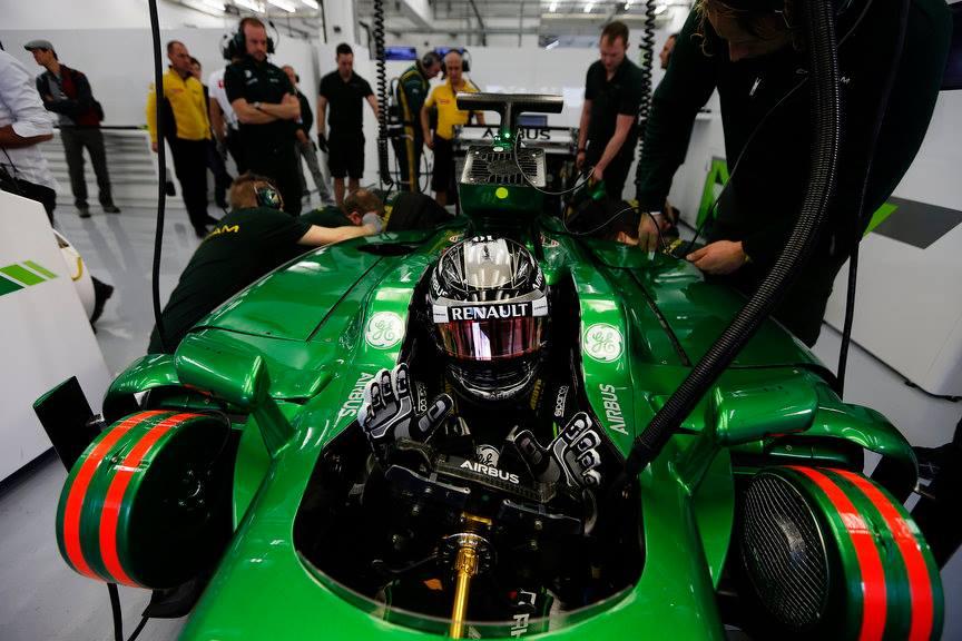 Kobayashi nem kertel: le van maradva a Renault, és lassúak az egyenesekben
