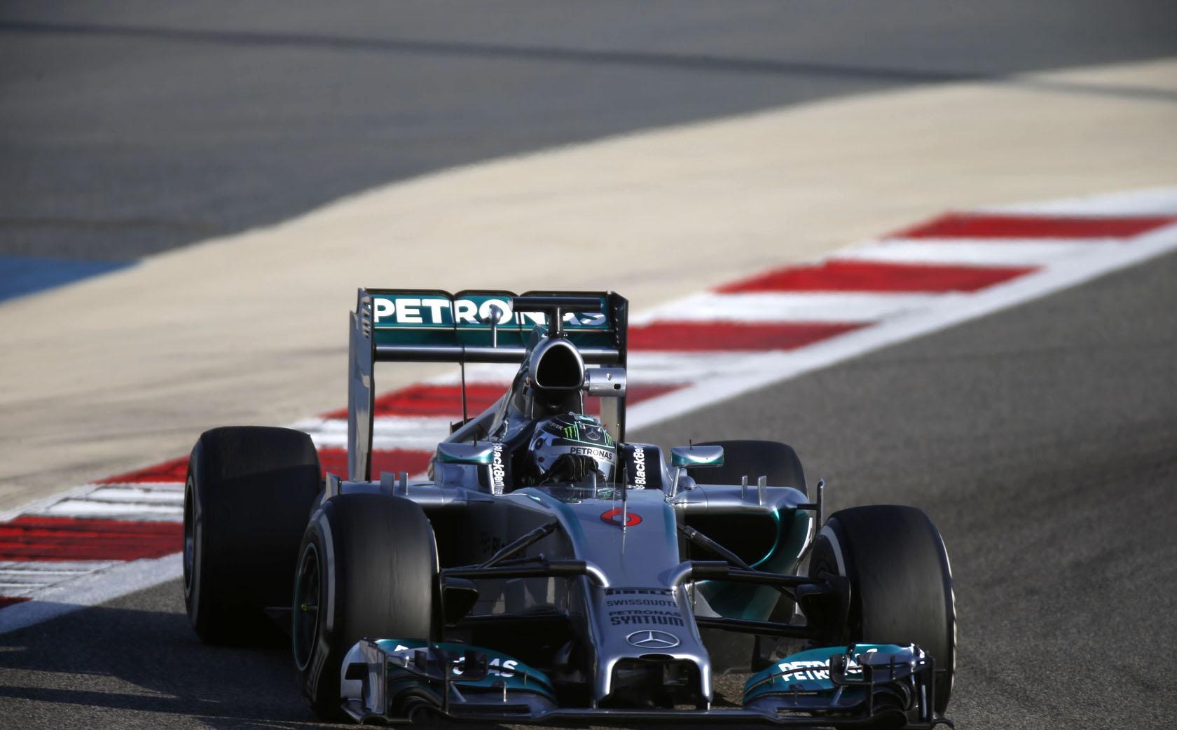Így szól a Mercedes új V6-os turbója Bahreinben