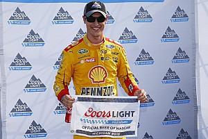 NASCAR Cup Relato de classificação Logano sai na frente em Michigan