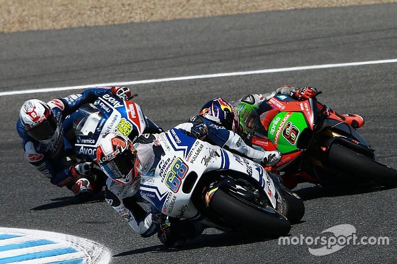 На три вакансии в командах MotoGP претендуют пятеро