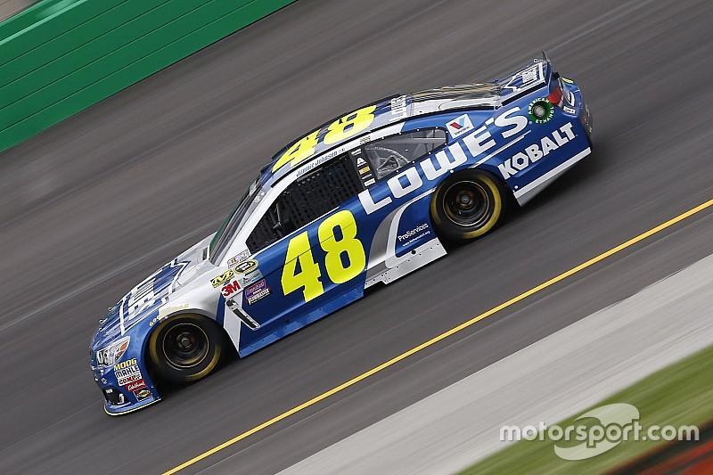 El mal clima interrumpe la práctica de NASCAR