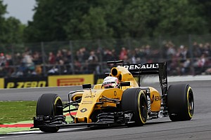 Formule 1 Nieuws Wedstrijdleiding onderzoekt Magnussen voor ophouden Kvyat