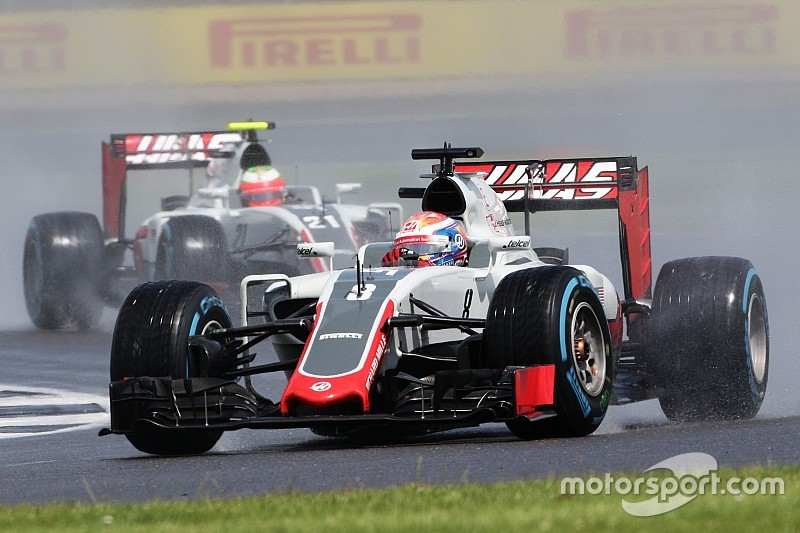 Haas sufrió un corte de electricidad en su box durante la carrera