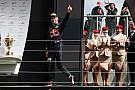 Los tricampeones Stewart y Lauda se rinden a Verstappen