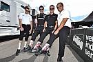 Montoya y más pilotos honran memoria de Justin Wilson