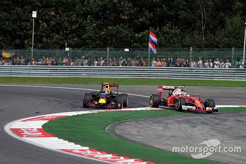 """Raikkonen dice que """"algo no está bien"""" en la conducción de Verstappen"""