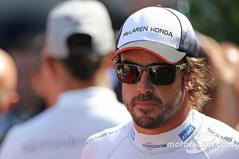 """هاميلتون: ليس من """"المنصف"""" للفورمولا واحد أن يعتزل ألونسو"""
