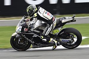 MotoGP Отчет о квалификации Кратчлоу выиграл дождевую квалификацию на Сильверстоуне