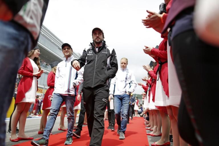 Amikor Alonso megmutatja a foga fehérjét, és Buttonnak esélye sincs