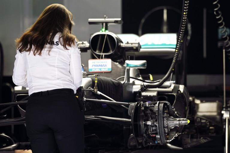 Mi zajlik a Mercedesnél???