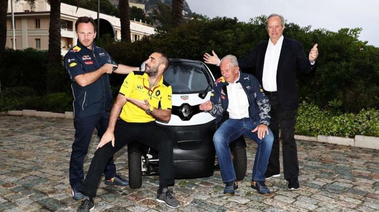 Mint egy zenekar, úgy pózoltak a Red Bull és a Renault vezetői a közös fotón