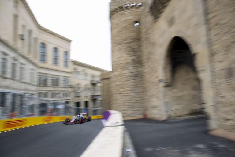 Macskák Bakuban: így járnak-kelnek a pályán...