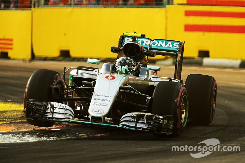 Formel 1 in Singapur: Nico Rosberg im 2. Training vorne, Probleme bei Lewis Hamilton