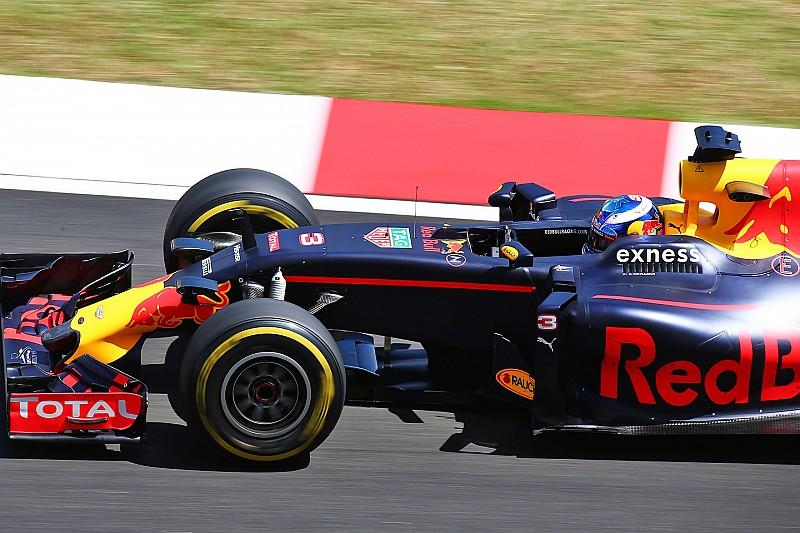 Esplode il motore di Hamilton, a Sepang è doppietta Red Bull!