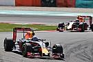 Red Bull sacó tajada de su presión a Mercedes