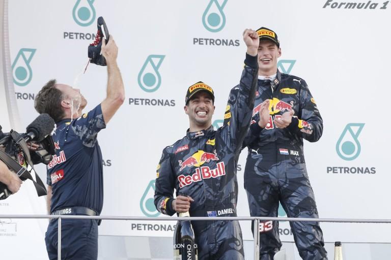 DRÁMA MALAJZIÁBAN: Ricciardo nyert Verstappen előtt, Hamilton kiesett, Rosberg a mezőny végéről lett harmadik