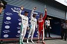 Hihetetlen: Vettel azonnal kiesett, Rosberggel ütközött össze (videón a jelenet)