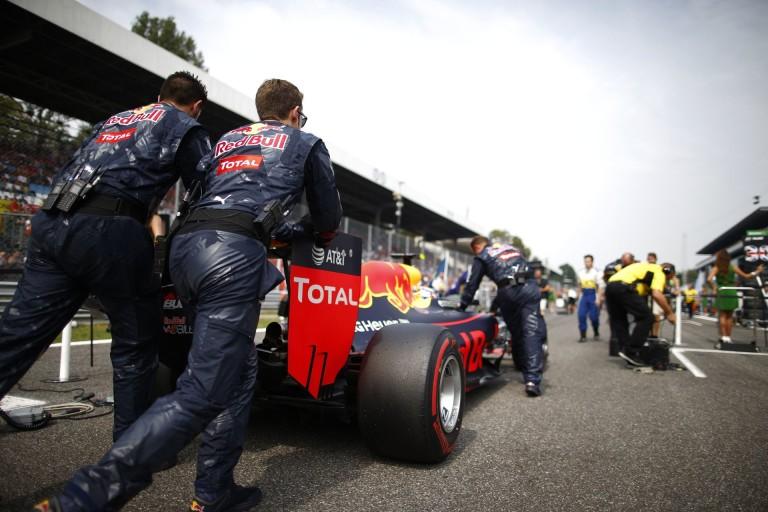 A Red Bull túl agresszívre állította be Verstappen kocsiját, ezért a rossz rajt