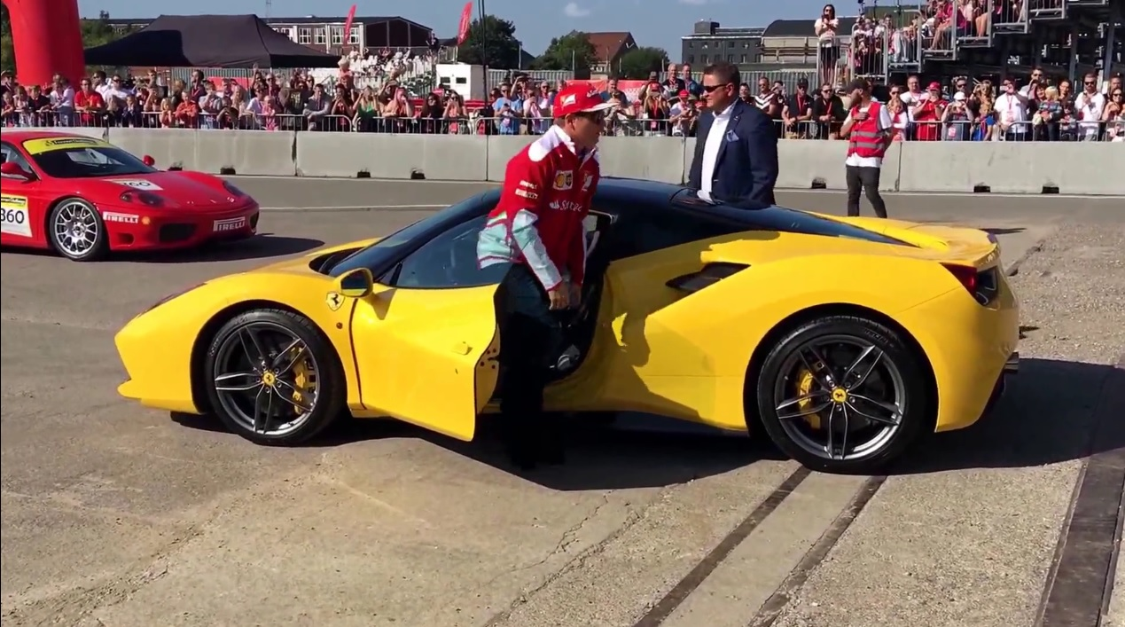 Amikor Raikkönen egy másik bolygón van: így kínozza az utcai Ferrarit
