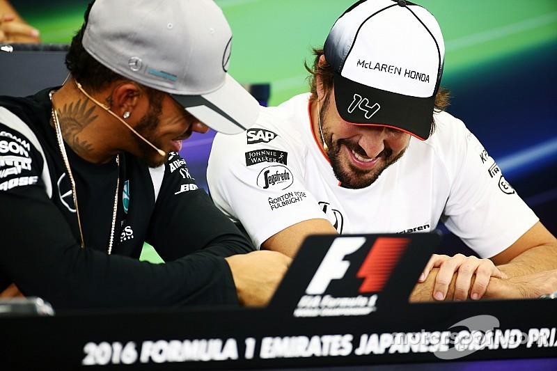 Хемілтон захищає жарти під час прес-конференції FIA