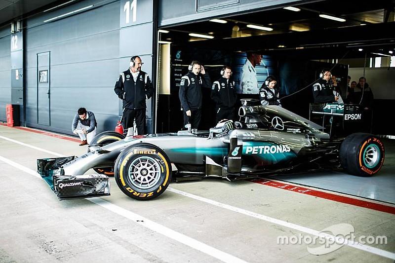 """لورينزو """"يُحقّق حلمه"""" باختبار سيارة مرسيدس للفورمولا واحد"""