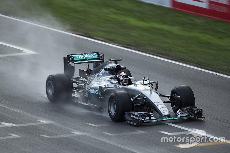 Mercedes volvió a sufrir la lluvia de Barcelona en el test de Pirelli